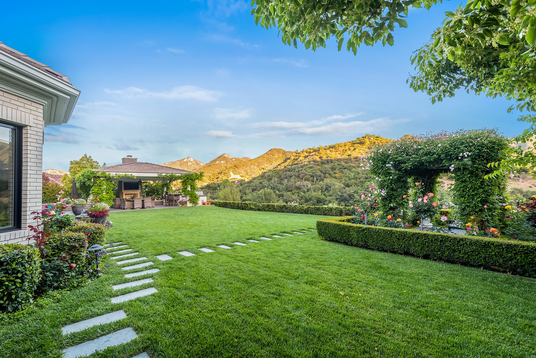138 Williamsburg Way, Thousand Oaks, CA 91361