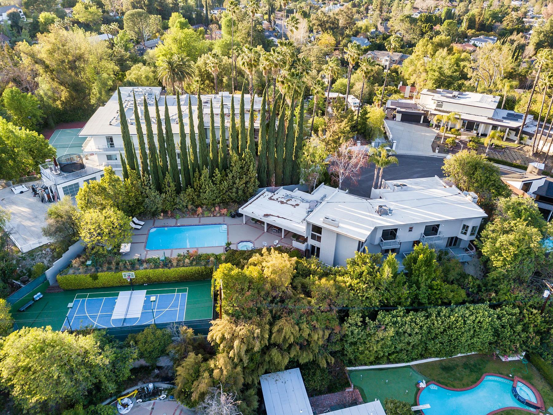 19256 Casa Place, Tarzana, CA 91356
